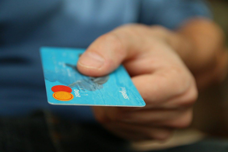 Jak wybrać kartę kredytową?